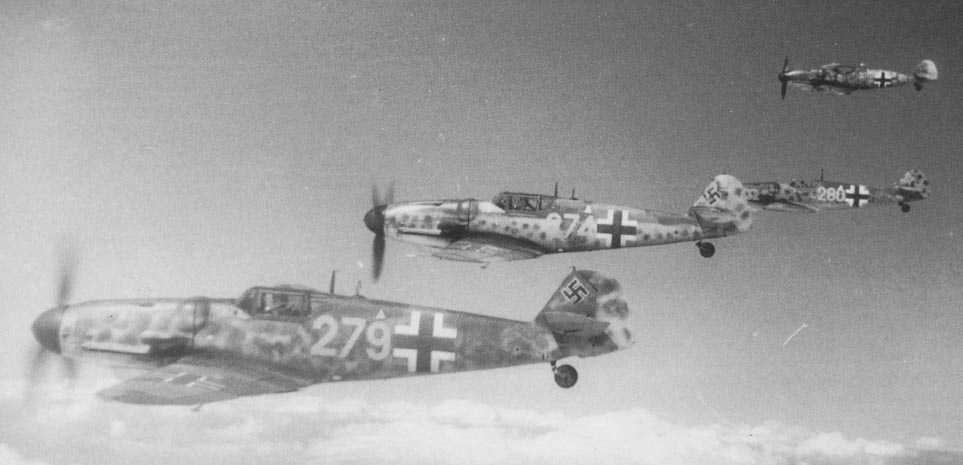 Photo of Me109s in Schwarm formation
