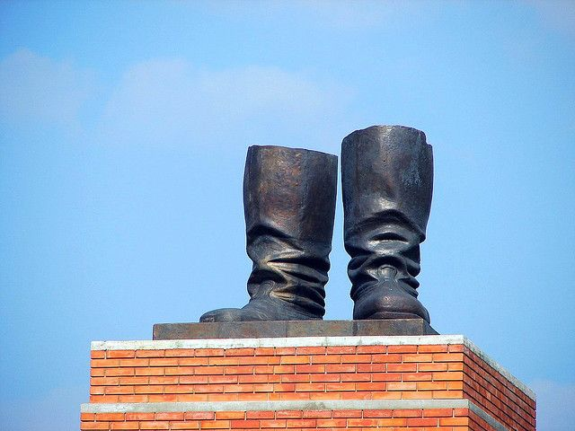 Photo of Stalin's boots statue
